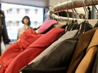 Tweedehands kledingwinkel Doe Wat gaat weer open